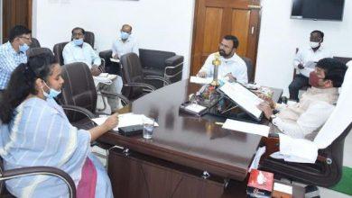 Photo of मंत्री नंदी ने की अल्पसंख्यक विभाग की समीक्षा बैठक