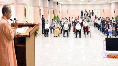 Photo of नवचयनित जिला समाज कल्याण अधिकारियों एवं जिला अल्पसंख्यक कल्याण अधिकारियों को नियुक्ति पत्र वितरित कर सम्बोधित करते हुएः सीएम