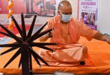 Photo of सीएम ने राष्ट्रपिता महात्मा गांधी जी की प्रतिमा पर खादी के सूत की माला से माल्यार्पण किया