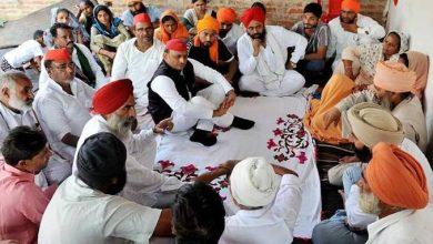 Photo of पूर्व सीएम अखिलेश यादव ने लखीमपुर खीरी कांड के शहीद परिवारों से मुलाकात कर उन्हें सांत्वना दी और न्याय दिलाने का आश्वासन दिया