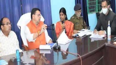 Photo of विभिन्न कार्यों का स्थलीय निरीक्षण कर सम्बन्धित अधिकारियों के साथ समीक्षा बैठक करते हुएः सीएम