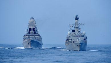 Photo of भारत-ब्रिटेन के बीच का पहले ट्राई सर्विस युद्धाभ्यास 'कोंकण शक्ति 2021' का समुद्री चरण जोरों पर